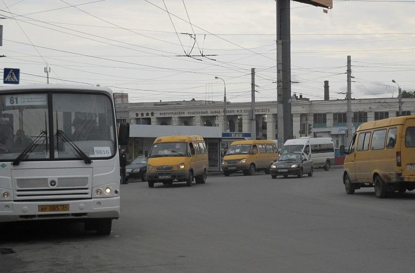 С начала июня в Волгограде выявили более 50 неисправных маршрутных такси