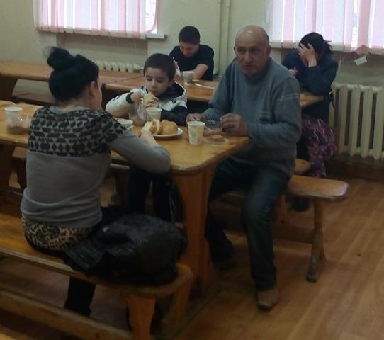 Первые 28 человек из разрушенного дома размещены в средней школе № 106